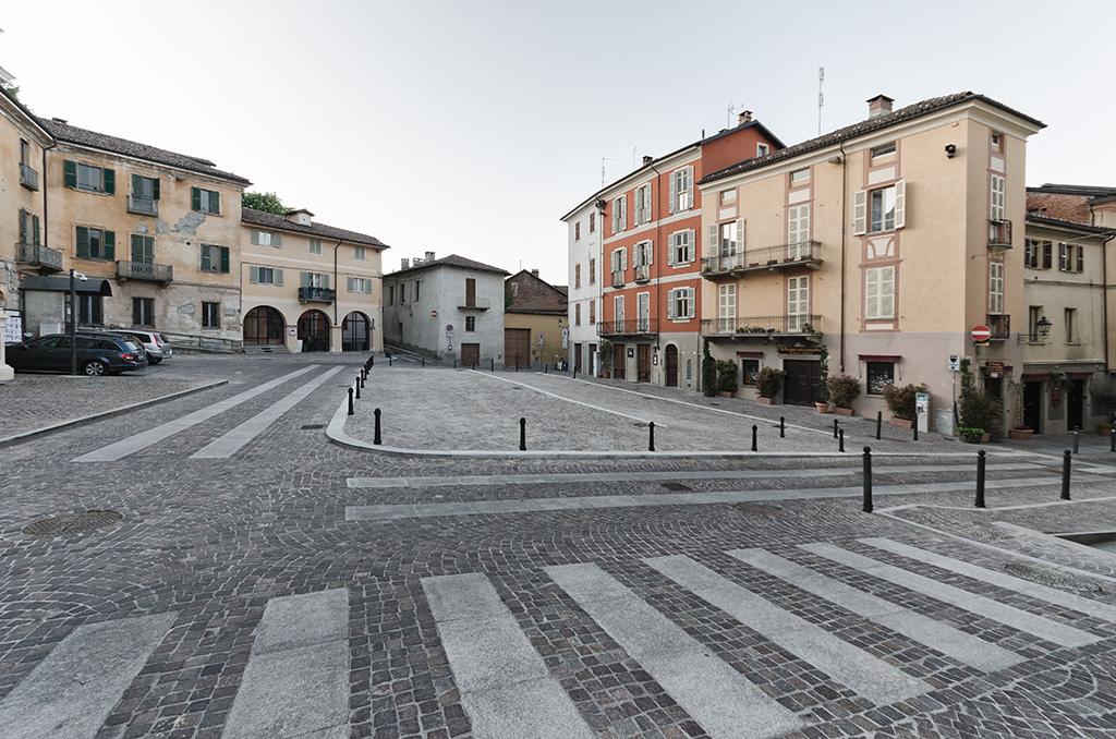Piazza Mazzini, Chieri